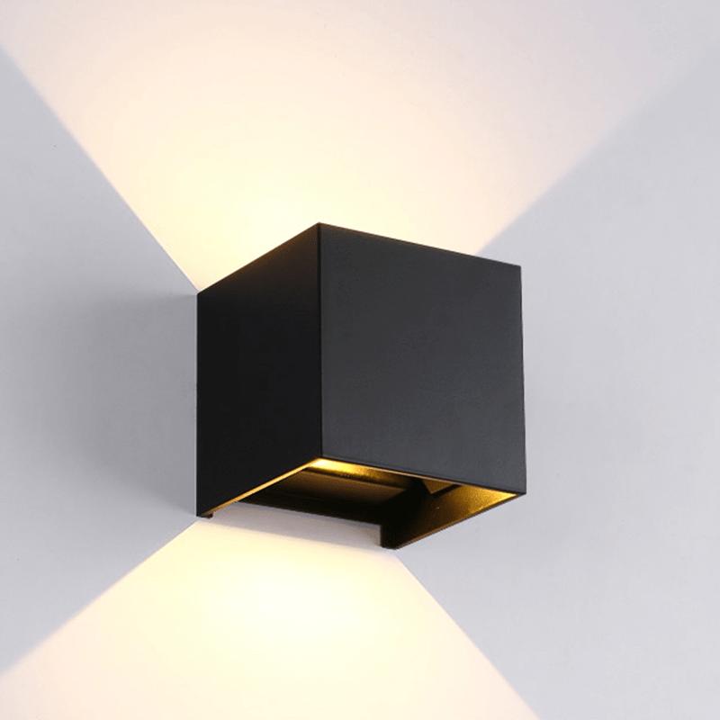 zwarte-wandlamp-vierkant-muur