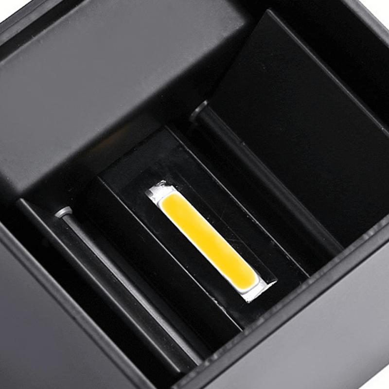 zwarte-wandlamp-vierkant-onderkant